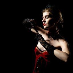 Luci soffuse, una camera d'hotel, la sensualità interpretata da Boudoir Firenze (intervista del mese)